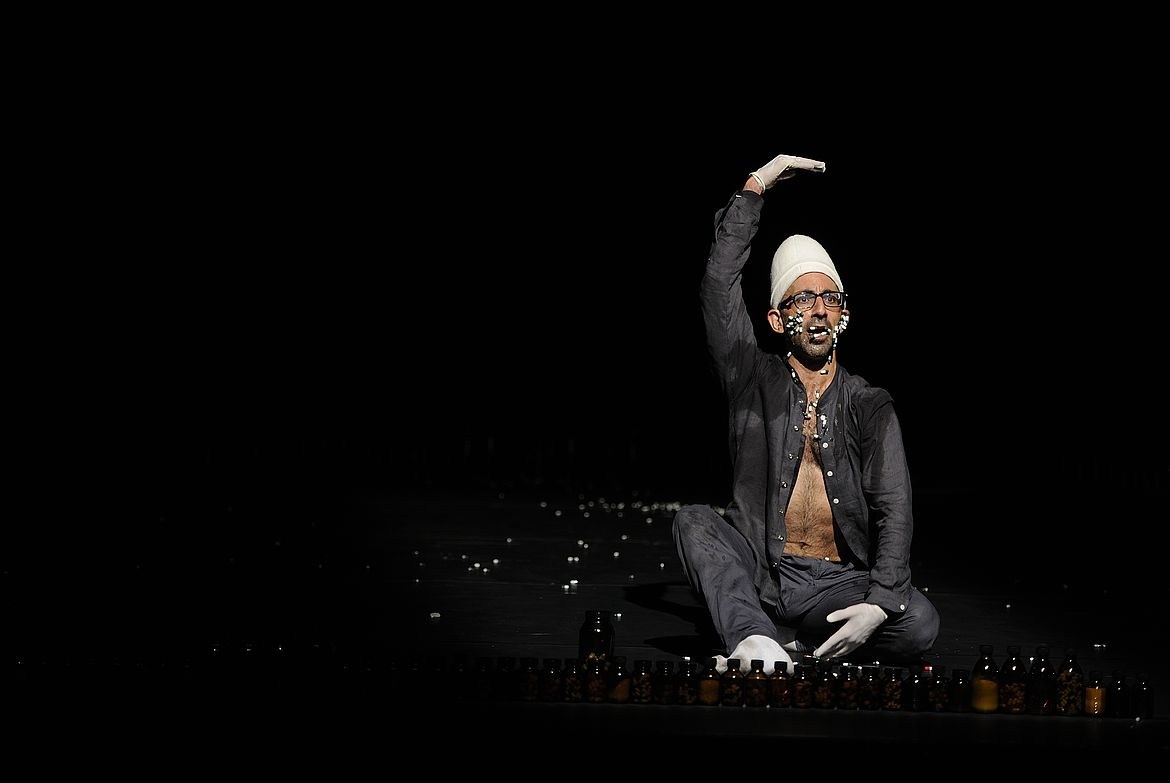 Jan Fabre/Troubleyn & Antony Rizzi: Drugs kept me alive, Tanz im August 2012, Schaubühne am Lehniner Platz